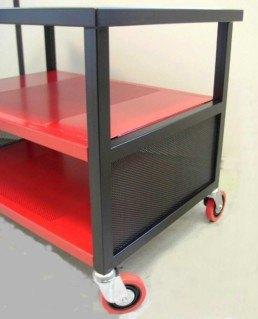 Mesa para televisión, de hierro pintado